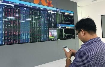 Thị trường chứng khoán hưởng lợi từ quyết định hạ lãi suất điều hành?