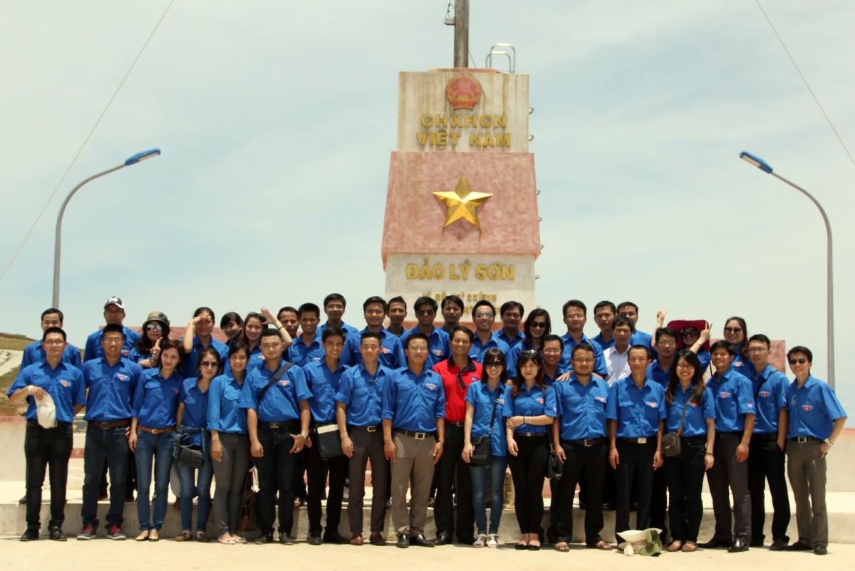 Đoàn thanh niên PV Power và PVC hướng về biển đảo quê hương