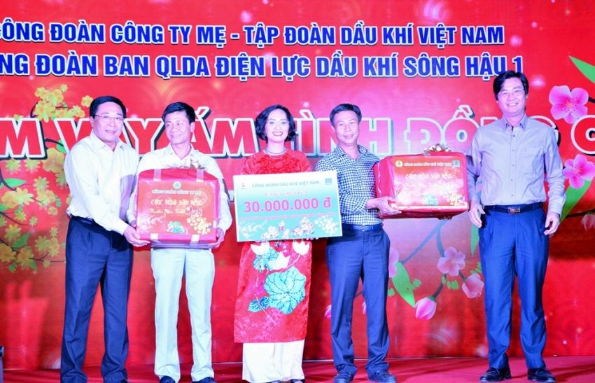 tet sum vay am tinh dong chi tren cong truong song hau 1