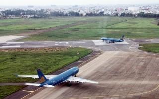 Sân bay Tân Sơn Nhất khai thác trở lại đường băng bị sét đánh
