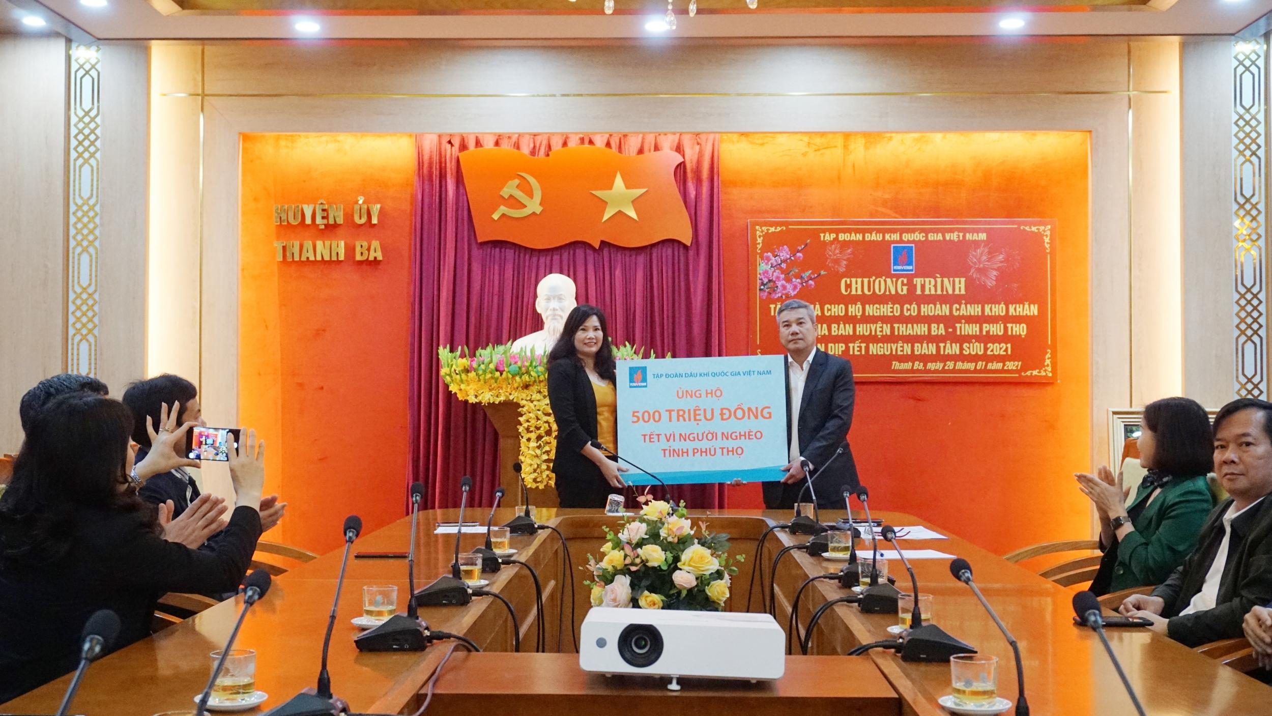 Petrovietnam chung tay hỗ trợ chương trình Tết vì người nghèo tại Phú Thọ