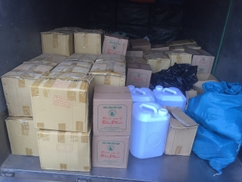 Bắc Kạn: Thu giữ gần 1.000 lít rượu thủ công