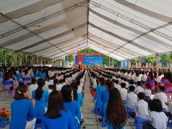 Trưởng ban Kinh tế TƯ Nguyễn Văn Bình dự lễ khai giảng năm học mới tại Phú Thọ