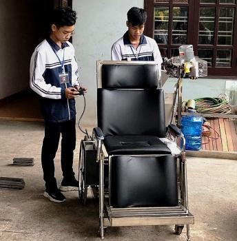 Học sinh Việt Nam sáng chế giường hỗ trợ người mất khả năng vận động