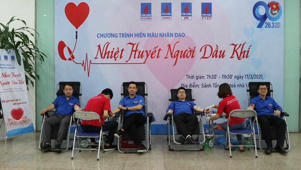 Đoàn viên thanh niên các đơn vị PV Power, PVChem, VPI, PVEP tham gia hiến máu tình nguyện