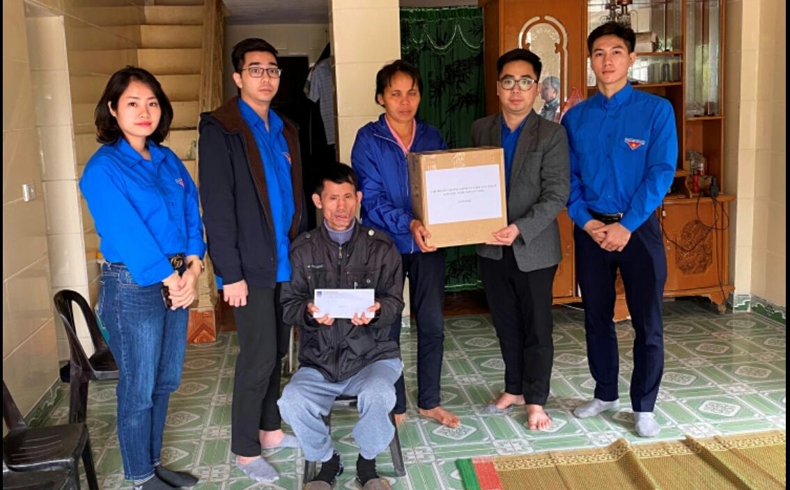 Đoàn Thanh niên PVNDB thăm, tặng quà các gia đình có hoàn cảnh khó khăn tỉnh Thái Bình