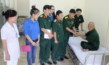 Thăm và tặng quà Trung tâm điều dưỡng thương binh Nho Quan