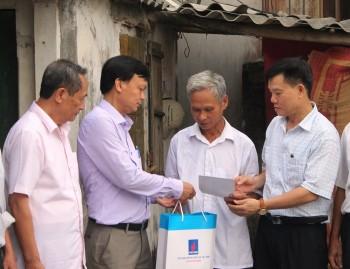 Thăm hỏi, tặng quà các gia đình chính sách tỉnh Hưng Yên