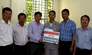 Hội CCB Tập đoàn thăm, tặng quà hội viên bị bệnh hiểm nghèo