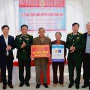 """Hội CCB Tập đoàn trao nhà """"Nghĩa tình đồng đội"""" tại Bình Lục, Hà Nam"""
