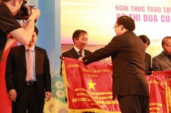 PETROSETCO đón nhận Cờ thi đua của Chính phủ