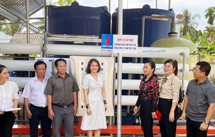 PV GAS trao tặng thêm 2 hệ thống lọc nước giúp Bến Tre đối phó với hạn mặn