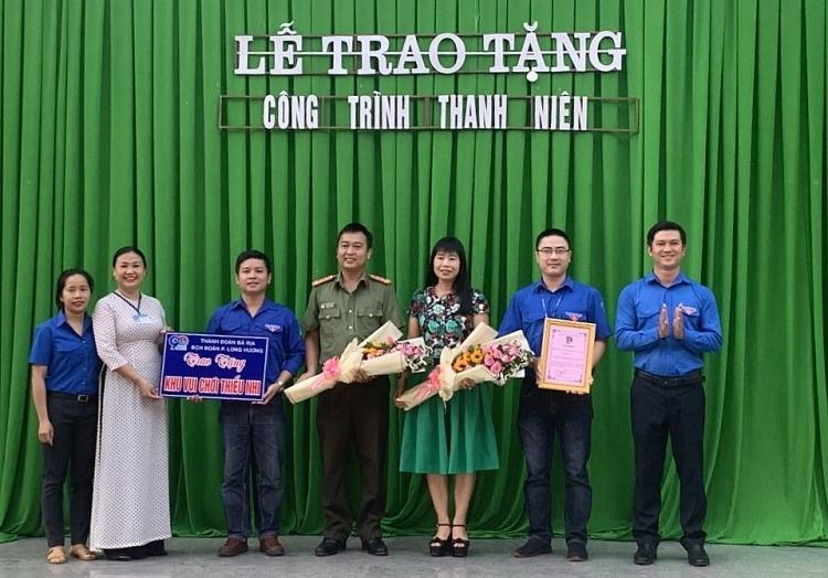 Tuổi trẻ PTSC M&C trao tặng  khu vui chơi thiếu nhi cho Trường tiểu học Long Hương
