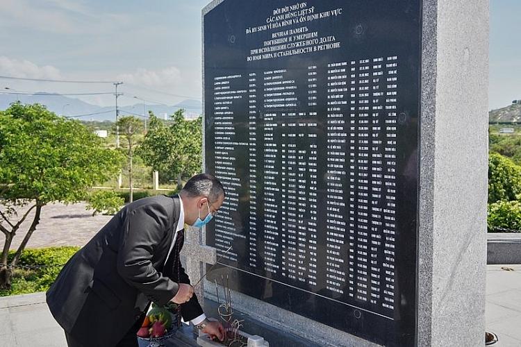 Vietsovpetro tổ chức Lễ tưởng niệm tại Tượng đài Cam Ranh