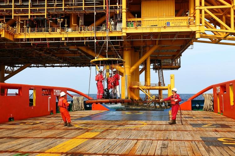 Người lao động dầu khí trên giàn PQP-HT (giàn xử lý trung tâm tại mỏ Hải Thạch)