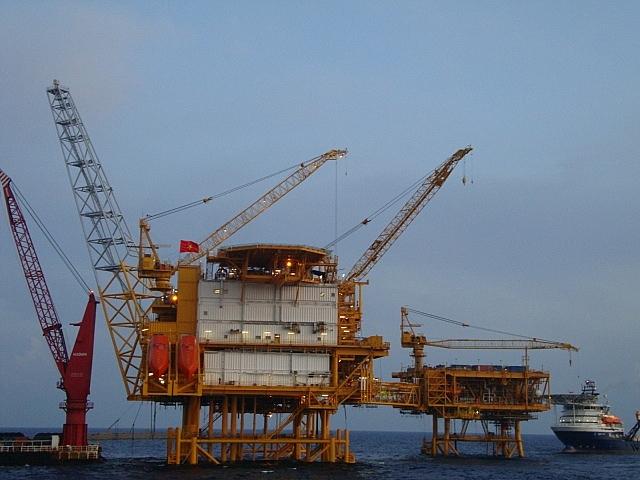 Giàn công nghệ trung tâm Hải Thạch (PQP HT Topside) được vận chuyển và lắp đặt hoàn thành ngoài khơi tại mỏ Hải Thạch