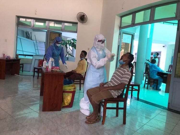 Tình nguyện viên Trung tâm y tế Vietsovpetro tiếp sức công tác phòng chống dịch Covid-19