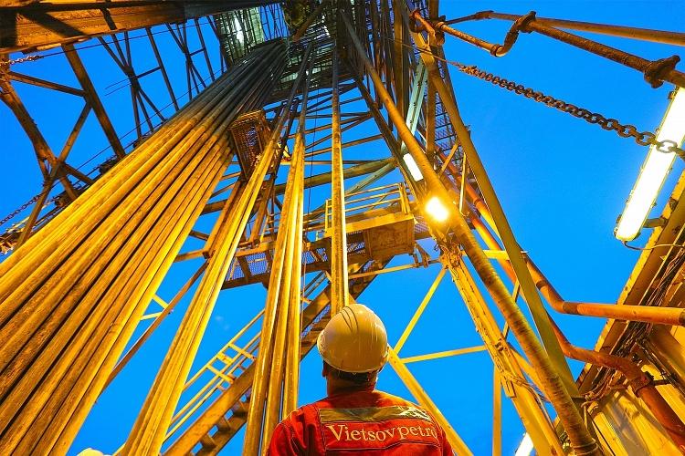 «Вьетсовпетро» получило первую нефть с новой платформы на шельфе Вьетнама