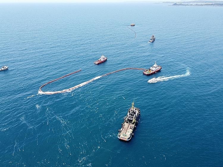 diễn tập ứng phó sự cố tràn dầu với sự phối hợp của nhiều lực lượng