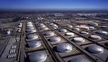 Dự trữ dầu thô của Mỹ giảm trong khi dự trữ xăng dầu tăng vọt