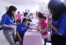 PVC tham gia Ngày hội hiến máu tình nguyện năm 2012