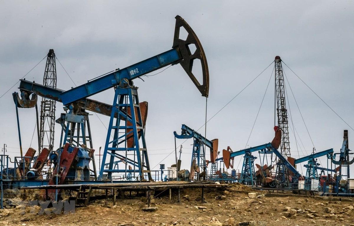 Giá xăng dầu hôm nay 9/3 sụt giảm mạnh, dầu Brent tuột mốc 70 USD