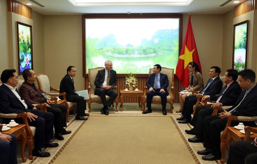Phó Thủ tướng Vương Đình Huệ tiếp ông Christian Hinch, Phó Chủ tịch Tập đoàn TalanxAG và Chủ tịch HDI Global SE