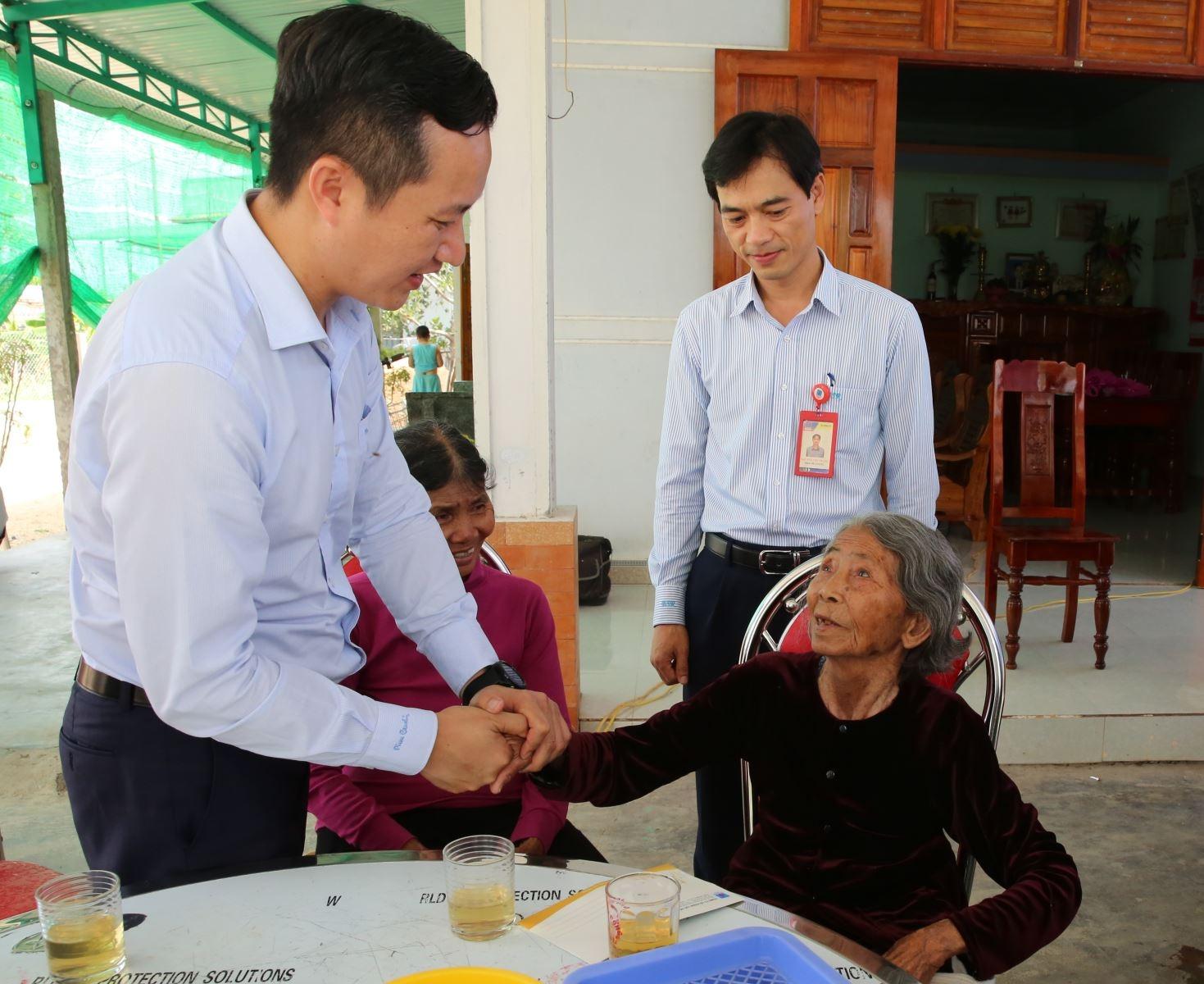 BSR nhận phụng dưỡng Mẹ Việt Nam Anh hùng 93 tuổi Bùi Thị Bản
