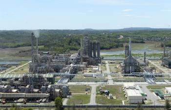 Từ cát trắng đến nhà máy lọc dầu hiện đại