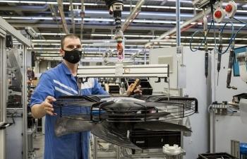 Cách các nhà máy Đức hoạt động xuyên mùa dịch