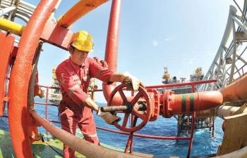 Giá xăng dầu hôm nay 25/5: Tăng vọt, dầu Brent lên mức 68,5 USD