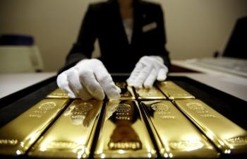 Giá vàng hôm nay 10/11: Nhà đầu tư bán tháo, vàng mất giá kỷ lục