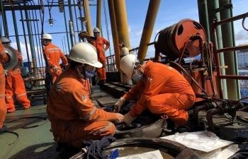 Giá xăng dầu hôm nay 5/6: Quay đầu tăng mạnh, giá dầu lập đỉnh 3 năm