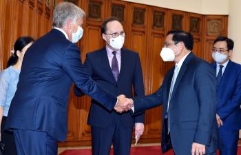 Thủ tướng đề nghị Nga tiếp tục ưu tiên, đẩy nhanh thực hiện các hợp đồng cung cấp vắc xin Covid-19