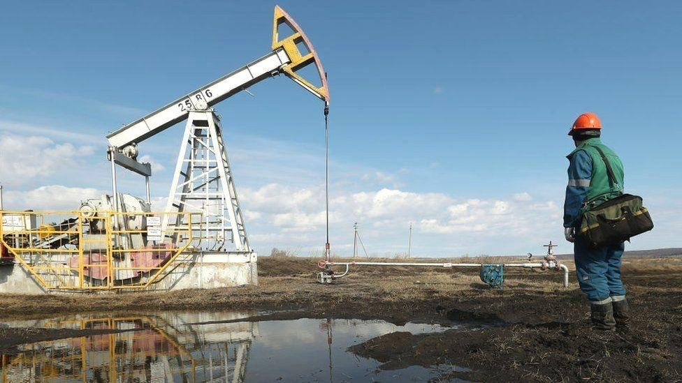 Giá xăng dầu hôm nay 16/8 tiếp tục giảm
