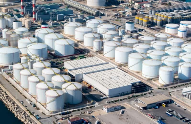 Giá xăng dầu hôm nay 24/9: Giữ vững đà tăng, dầu Brent vượt mức 77 USD