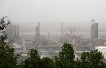 Các đơn vị thuộc Tập đoàn Dầu khí Việt Nam sẵn sàng sản xuất trở lại ngay sau bão số 9