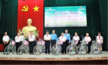Công đoàn Vietsovpetro tặng 100 xe đạp cho học sinh có hoàn cảnh khó khăn tỉnh Bà Rịa - Vũng Tàu