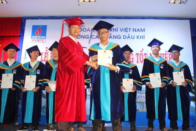 pvmtc khai giang va trao bang tot nghiep he trung cap va cao dang nam 2017