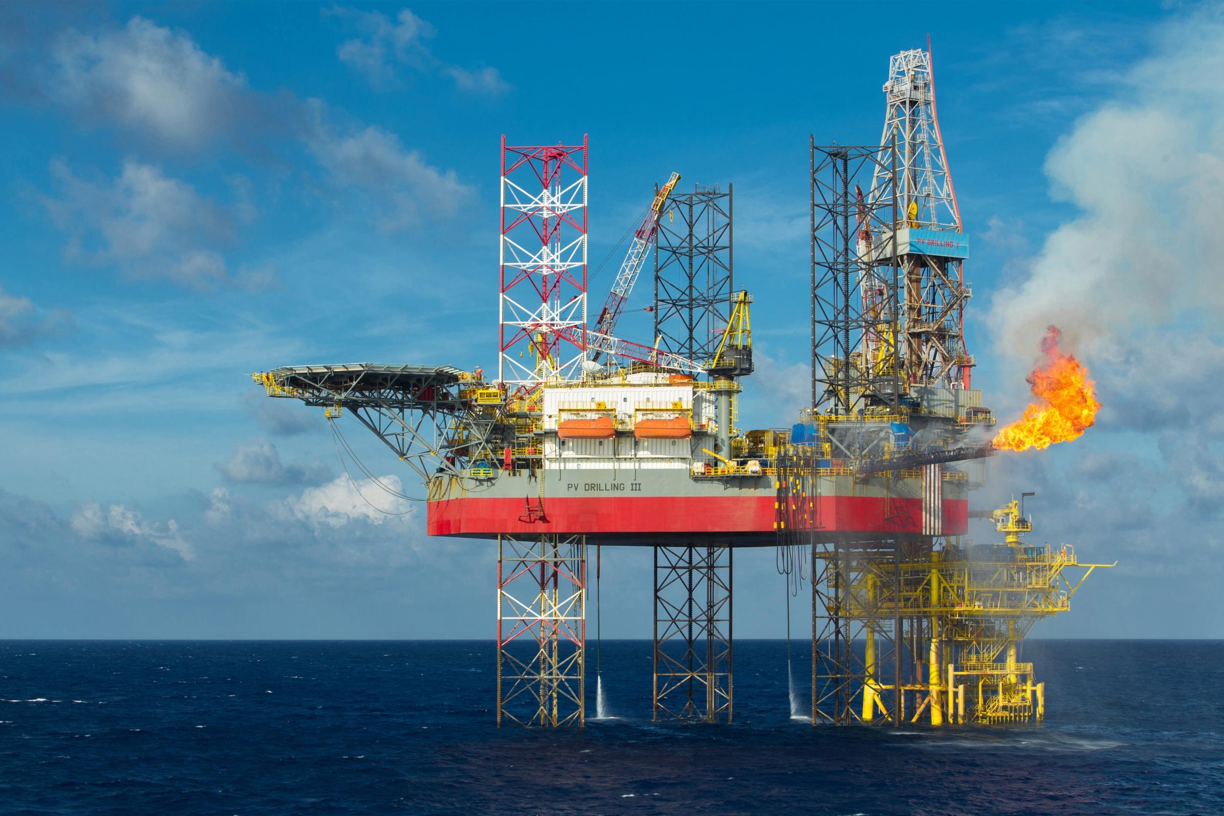 """PV Drilling ký hợp đồng cung cấp giàn khoan PV DRILLING III"""""""
