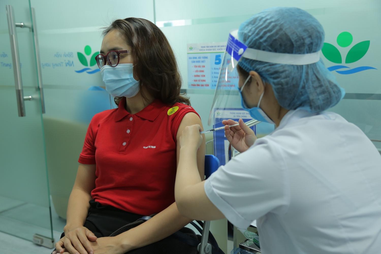 Petrovietnam trao ủng hộ 50 tỉ đồng cho Quỹ vắc-xin phòng Covid-19