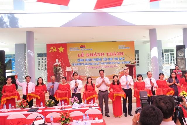 Vietsovpetro tổ chức lễ khánh thành và gắn biển công trình trường học tại Phú Yên