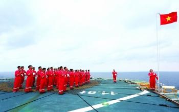 Ca khúc đặc sắc văn hóa Dầu khí: Biển Đông tung bay quốc kỳ