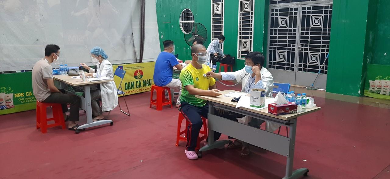Người lao động Cụm Khí - Điện - Đạm Cà Mau được tiêm vắc-xin đồng loạt trong điều kiện an toàn, hiệu quả
