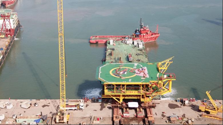 Vietsovpetro hạ thủy thành công Khối thượng tầng Giàn đầu giếng BK-21