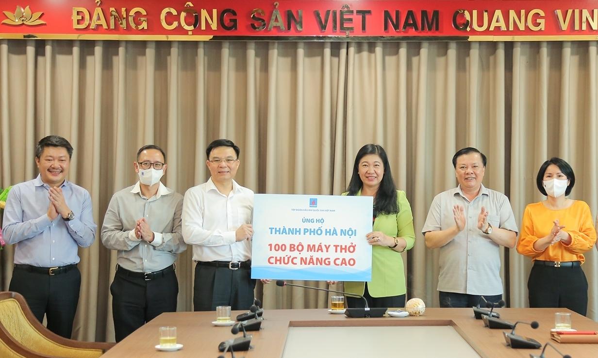Petrovietnam trao hỗ trợ 100 bộ máy thở cho Thành phố Hà Nội