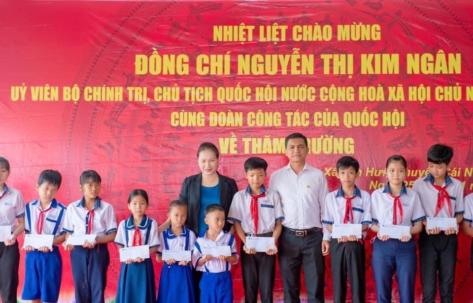 Chủ tịch Quốc hội Nguyễn Thị Kim Ngân thăm và làm việc tại Cụm Khí - Điện - Đạm Cà Mau