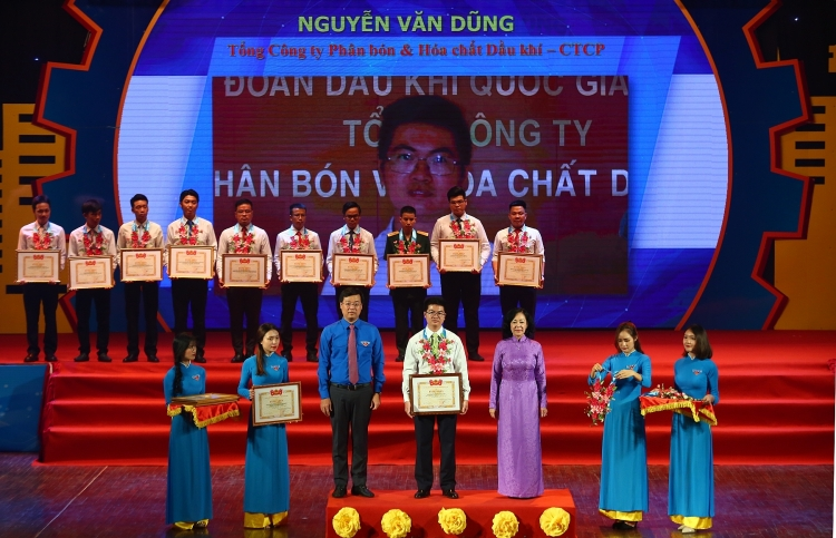 pvfcco 2 ky su tre duoc vinh danh nguoi tho tre gioi toan quoc