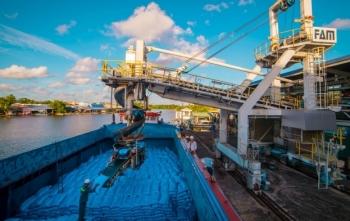 Chuyện dư cung và nhu cầu xuất khẩu urea sản xuất trong nước