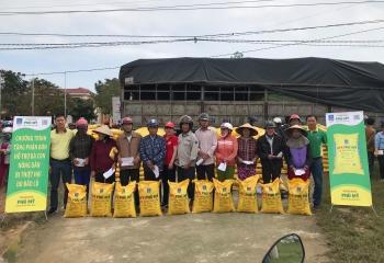 PVFCCo trao tặng 280 tấn phân bón Phú Mỹ hỗ trợ bà con vùng bão lũ